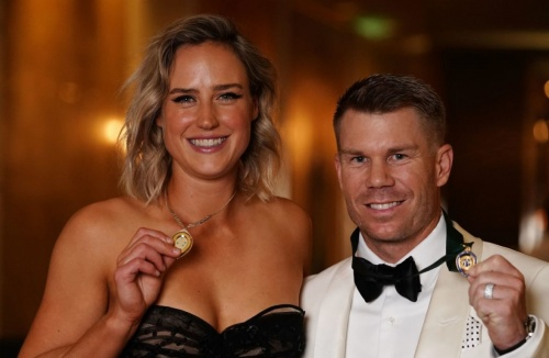 David Warner takes step to cricket redemption with top Australia honour