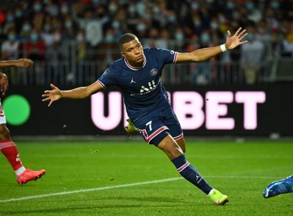 Kylian Mbappe: Real Madrid make €160m transfer offer for PSG forward