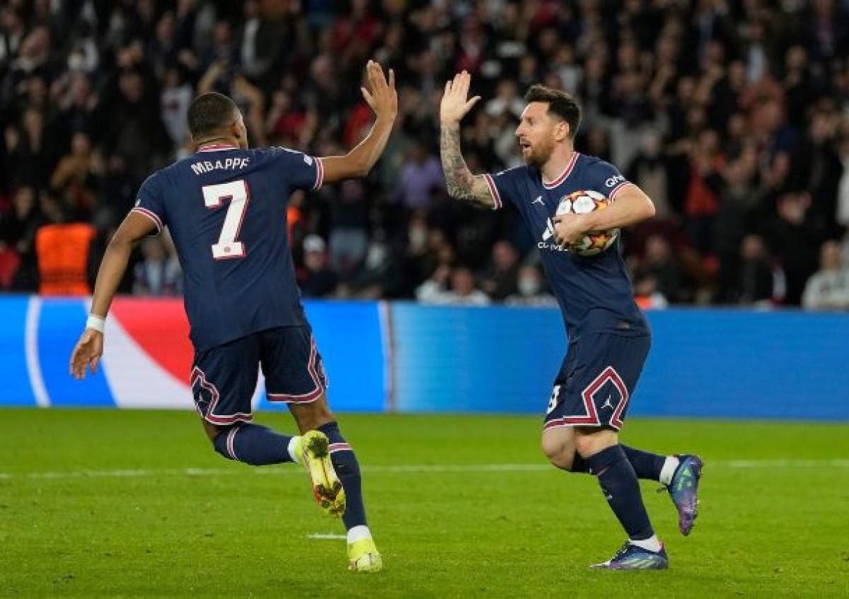 messi man city,messi to man city,messi transfer,messi house,psg new jersey,psg in champions league,how football is played,football fanatic,how many footbal players in a team